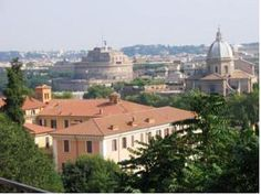 (Romantic things to do in Rome - breathtaking sights in Rome) Gianicolo Hill - Capture Rome's Spirit n One Fascinating Scenery! Getting Married In Italy, Romantic Things To Do, Places To Get Married, Paris Skyline, Stuff To Do, Scenery, Vacation, Mansions, House Styles
