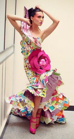 Rami Kashou Rose Paper gown made from Greeting cards and paper stationery Paper Fashion, Fashion Art, Fashion Show, Floral Fashion, Spring Fashion, Fashion Trends, Paper Clothes, Paper Dresses, Recycled Dress