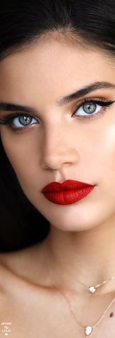 The seductively provocative beautiful Sara Sampaio enticingly kissable red pout