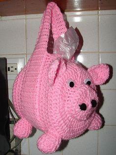 Puxa saco em crochê em formato de porco com alças