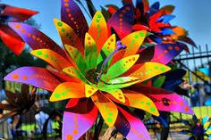 flower sculpture The Effective Pictures We Offer You About Sculpture human . Soda Can Flowers, Tin Flowers, Plastic Flowers, Ceramic Flowers, Paper Flowers, Aluminum Can Flowers, Aluminum Can Crafts, Aluminum Cans, Pop Can Art