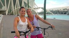 Fietsen in Valencia is leuker in kleine groepjes! Op pad met Esther en haar vrolijke glimlach.