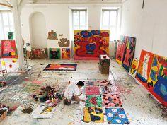 Japanese artist Misaki Kawai creates bright, childlike paintings in a massive studio space. Art Studio Room, Art Studio Design, Art Studio At Home, Artist Loft, Artist At Work, Misaki Kawai, Painters Studio, Art Hoe, Picasso Paintings