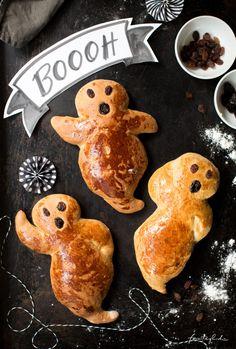 Halloween Desserts, Halloween Cookie Recipes, Halloween Buffet, Hallowen Food, Halloween Party Snacks, Halloween Favors, Halloween Cookies, Creepy Halloween, Halloween Candy