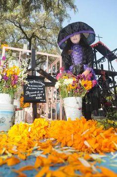 Fiori, candele e calaveritas, i messicani celebrano i morti