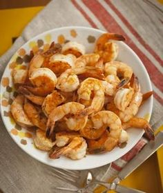 Shrimp with Garlic and Smoked Paprika This was very good! I halved the recipe and it served 2 for dinner. Healthy Treats, Healthy Foods To Eat, Easy Healthy Recipes, Healthy Eating, Diet Foods, Shrimp Recipes, Diet Recipes, Party Recipes, Good Food