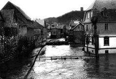 Photograph taken of the historical flood in Wetzlar (1920), with the prototype Leica by Oskar Barnack