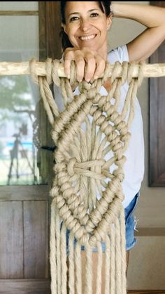 Macrame Design, Macrame Art, Macrame Projects, Macrame Knots, Macrame Wall Hanging Patterns, Macrame Patterns, Diy Wall Art, Diy Wall Decor, Art Macramé