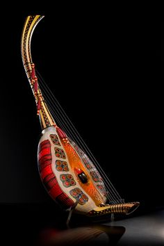 Davide Salvadore stringed instrument made with murine glass.