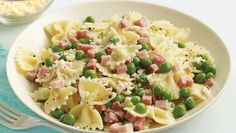 Pasta with Peas and Ham. Made this for dinner and it was great. Doubled the pasta and added red bell pepper, onions, and garlic (sauteed first in some olive oil). Ham Pasta, Pasta Dishes, Food Dishes, Pasta Salad, Best Pasta Recipes, Ham Recipes, Italian Recipes, Dinner Recipes, Salads