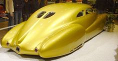 George Barris custom build street rod. Not exactly my fav colour, but look at these curves and ride height. Pure honey ;)