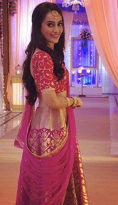 Surbhi Jyoti in Pink lehenga looks prettiest of all and taking our breath away. Dress Indian Style, Indian Dresses, Indian Outfits, Indian Wear, Ethnic Outfits, Brocade Lehenga, Pink Lehenga, Lehenga Choli, Sharara