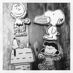 Peanuts Comics cookies  Love these black & whites from The Cookie Puzzle!