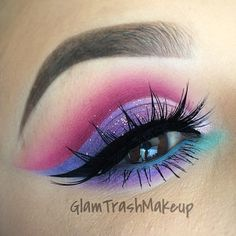 Never mind the eyeshadow this girl has some serious talent if she can do eyeliner that perfect omg