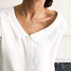 Hay collares que no necesitan adornos, pero hay otros que son mucho más bonitos combinados. Con tooooda la selección que encontrarás en nuestra SHOP, ¡las posibilidades son infinitas! ✨Y... ¡25% DTO + ENVÍO GRATIS!  #joyas #jewellery #Singularu #collares Foto: @anigc