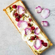 Pistachio and raspberry tart with rose water cream Raspberry Tarts, Tart Recipes, Rose Water, No Bake Desserts, Recipe Collection, Pistachio, Afternoon Tea, Summer Recipes, Food Hacks