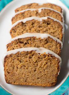 Juicy cinnamon cake with apples, quick, not too sweet - vega .- Saftiger Zimtkuchen mit Äpfeln, schnell, nicht zu süß – vegan & lecker Juicy cinnamon cake with apples – vegan & delicious - Baking Recipes, Cake Recipes, Dessert Recipes, Cake Vegan, Cinnamon Cake, Apple Cinnamon, Cinnamon Desserts, Cinnamon Muffins, Dessert Bread