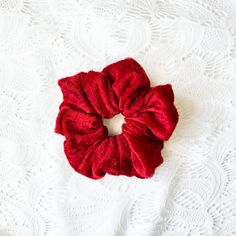 hairtie, style, elegance, elegant, Scrunchies, Red Velvet, Colorful, bright, beauty, beauty hair, cute simple hairstyles, simpl hairstyles, hair, hair beautiful, this summer, summer ready #hairaccesories #scrunchies #hair #hairbeautiful #accessories #thissummer #summerideas Red Hair Accessories, Fashion Accessories, Thick Hair Styles Medium, Cute Simple Hairstyles, 90s Hairstyles, 90s Style, Hair Ties, 90s Fashion, Scrunchies
