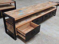 Grand meuble TV en métal et vieux bois de bateau de style industriel