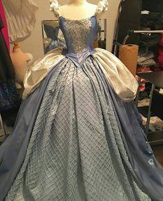 Cinderela dress Disney Princess Fashion, Disney Princess Dresses, Robes Disney, Cinderella Outfit, Vintage Dresses, Nice Dresses, Fantasy Gowns, Gown Pattern, Medieval Dress