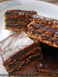 Dessert Cake Recipes, Sweets Recipes, Delicious Deserts, Yummy Food, Romanian Desserts, Crunch Cake, Homemade Sweets, Sweet Tarts, Savoury Cake