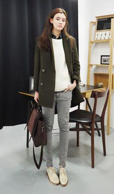 Shows should clash with the shirt, but it works here (maybe somehow picking up a bit on the yellow in the gold buttons? Winter Fashion Casual, Grey Fashion, Look Fashion, Autumn Winter Fashion, Fashion Outfits, Womens Fashion, Ulzzang Fashion, Korean Fashion, Fall Outfits