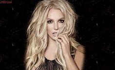 Britney Spears se descuida e deixa escapar seio em show; vídeo