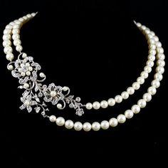 He encontrado este interesante anuncio de Etsy en https://www.etsy.com/es/listing/92430379/statement-wedding-necklace-swarovski