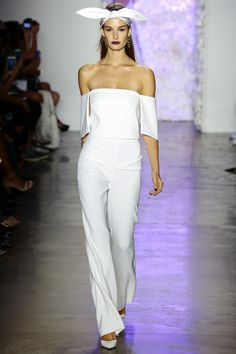 See all the Collection photos from Cushnie Et Ochs Spring/Summer 2016 Ready-To-Wear now on British Vogue Vogue Fashion, Fashion Week, Runway Fashion, Spring Fashion, Fashion Show, Fashion Design, Women's Dresses, Look Chic, Spring Summer 2016