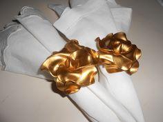 Duplo porta guardanapos em rosa na cor ouro velho.