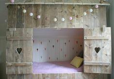 hytteseng jenterom inspirasjon Dere, Our Love, Bunk Beds, Kids Bedroom, Toddler Bed, Villa, Furniture, Home Decor, Child Bed