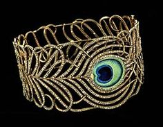 Peacock collar. 18k gold, enamel, and diamonds. From 1900, part of the Smithsonian collection.