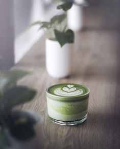 Green Tea Drinks, Organic Matcha Green Tea, Ceremonial Grade Matcha, Matcha Drink, Tea Eggs, Acide Aminé, Tea Brands, Coffee Love, Tea Recipes
