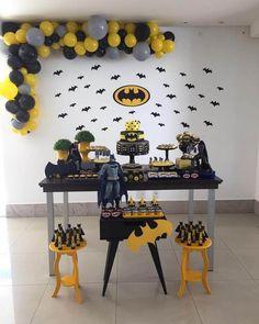 festa do batman simples decorada com vários morcegos de papel Lego Batman Party, Batman Birthday, Superhero Birthday Party, Boy Birthday, Birthday Parties, Batman Party Decorations, Birthday Party Decorations, Batman Party Supplies, Baby Batman