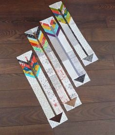 Beautiful little arrows (with a tutorial!) by Carla of Grace and Favour-finished feather and arrow quilt is beautiful Quilting Tutorials, Quilting Projects, Quilting Designs, Sewing Projects, Quilting Tips, Quilt Design, Paper Piecing Patterns, Quilt Block Patterns, Quilt Blocks