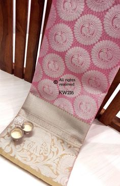 Silk Saree Kanchipuram, Raw Silk Saree, Silk Sarees, Churidhar Designs, Dress Designs, Saree Blouse Designs, Bridal Pics, Bridal Pictures, Indian Bridal Wear