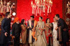 Wedding Family Photo Ideas You Must Bookmark For Your Wedding Happy Family Pictures, Family Photos, Couple Posing, Couple Portraits, Beautiful Family, Most Beautiful, Royal Family Portrait, Haldi Ceremony, Big Fat Indian Wedding