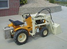 Jim L. in Martinsville, IN built this loader for his Cub Cadet 100 Garden Tractor, nice work Jim! Small Tractors, Compact Tractors, Landscaping Equipment, Home Landscaping, Tractor Loader, Lego Tractor, Garden Tractor Attachments, Homemade Tractor, Old Ford Trucks