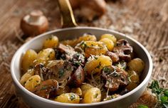 The most tender crockpot beef EVER! This easy beef dinner is unbelievably flavorful thanks to the red wine and lots of tender little fingerling potatoes make it an entire hands-off meal! Slow Cooker Beef, Slow Cooker Recipes, Crockpot Recipes, Cooking Recipes, Healthy Recipes, Delicious Recipes, Carne Asada, Gnocchi Dishes, Crock Pot Potatoes