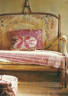 Crush Cul de Sac-love this settee! Take A Seat, Love Seat, Deco Paris, Deco Boheme Chic, Sweet Home, French Sofa, Boho Home, Decoration Inspiration, French Decor