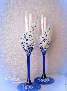 wedding champagne glasses toasting Related posts:Blaue Farben und. Wine Glass Crafts, Wine Bottle Crafts, Bottle Art, Wedding Wine Glasses, Champagne Glasses, Wedding Champagne, Decorated Wine Glasses, Hand Painted Wine Glasses, Diy Glasses