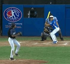 Not many 13-year-olds can throw a fastball at 70 miles per hour, but Mo'Ne Davis makes it look easy.  Davis helped bring her Philadelphia te...