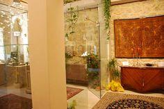 MR Gallery jewelry side view.  La nostra gioielleria vista da un lato