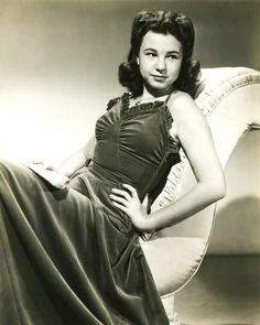 """Jane Withers (born April 12, 1926) is an American actress, model, and singer. Beginning a prolific career as a child actress at the age of three, Withers is a Young Artist Award–Former Child Star """"Lifetime Achievement"""" Award honoree, best known for being one of the most popular child film stars of the 1930s and early 1940s. Classic Actresses, Hollywood Actresses, Child Actresses, Actors & Actresses, Jane Withers, Children's Films, Lifetime Achievement Award, Classic Hollywood, American Actress"""