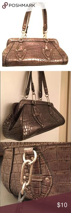 ❣ Gray Faux Snake Shoulder Bag Very minimal wear but from storage.   Clean and stain free!!                             Comment with any questions and offers are welcome!                                                     Bundle to save!! ‼️ Unbranded Bags Shoulder Bags