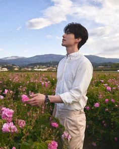 "Actor Lee Dong Wook has been ""Human Chanel"" for years. Here are 5 ways Chanel stopped our breaths with their creative photoshoots with Lee Dong Wook. Lee Dong Wook Wallpaper, Lee Dong Wok, Kwak Dong Yeon, Handsome Korean Actors, Kdrama Actors, Gong Yoo, Korean Celebrities, Asian Actors, Lee Min Ho"