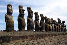 De 15 Moai's van Ahu Tongariki, hiermee het grootste platform met beelden op het eiland