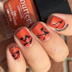 Ihalloween black car nail art -   @ejiubas plate EJB-04 stamped over @butterlondoncanada Brick Lane with @konad_art black stamping polish.