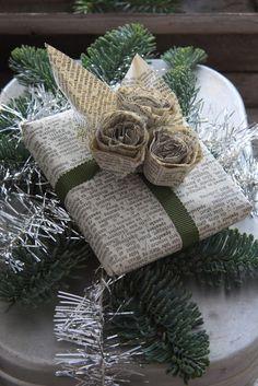 Paquet cadeau en papier journal
