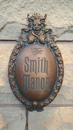 replica plaque of the Haunted mansion sign used at the Walt Disney World Magic Kingdom attraction Ad Home Design, Design Ideas, Haunted Mansion Decor, Haunted Mansion Halloween, Victorian Halloween, Mansion Rooms, House Rooms, Disney Rooms, Disney House